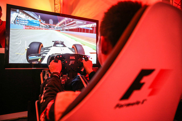 Racen in een Playseat® F1 stoel